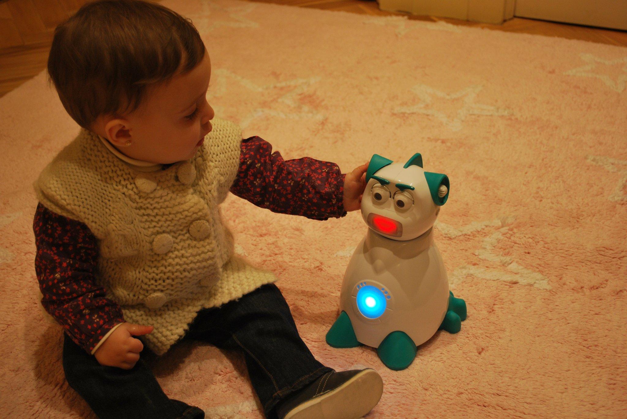 robot compagnon communicant aisoy1 v5 arobose. Black Bedroom Furniture Sets. Home Design Ideas